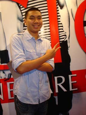 Rayi \RAN\ Main Drum Sambil Nge-rap di \Black Mild Urban Culture\