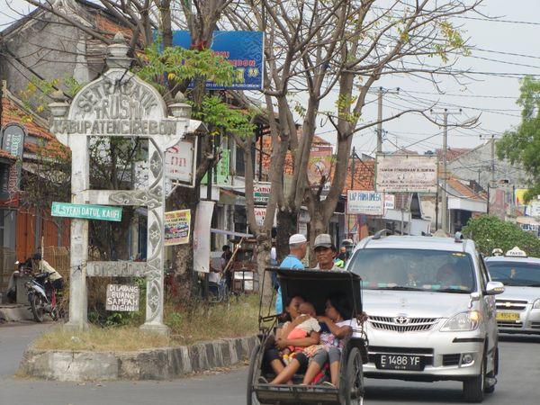 Gerbang desa sentra batik Trusmi (Fitraya/detikTravel)