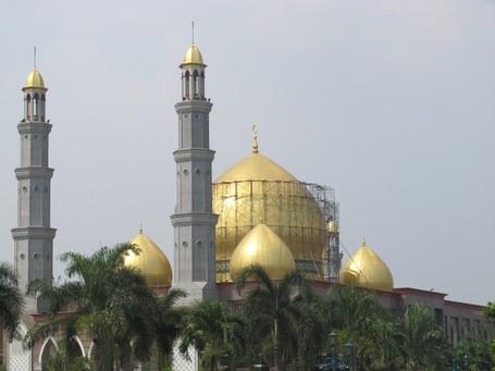 Rumah Tuhan yang Cantik di Masjid Kubah Emas