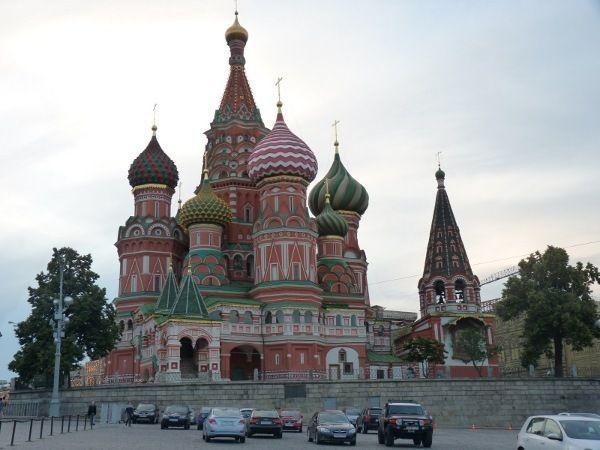 Saint basil, landmark terkenal di moskow. (daniel/detiktravel