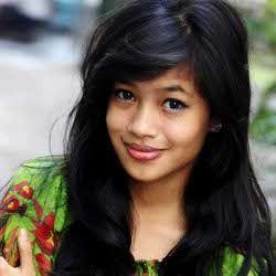 Thalia Cotto, Biduanita 17 Tahun Berdarah Minang