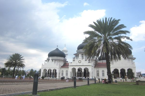 MASJID RAYA BAITURRAHMAN ACEH.jpg