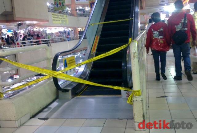 Gara-gara Sandal Jepit, Balita Terjepit Eskalator di Mall Atrium Senen