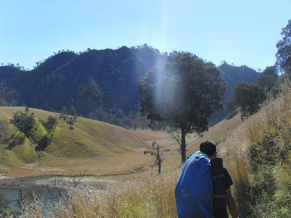 Trekking menuju Ranu Kumbolo - Java Jalan