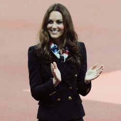 Kate Middleton Bergaya ala Pramugari