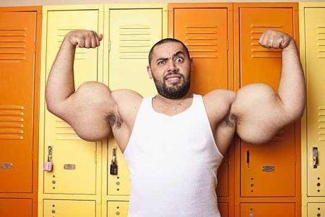 Pria dengan Otot Bisep Terbesar