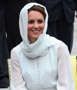 Kate Middleton Berkerudung Putih