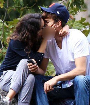 Mila Kunis & Ashton Kutcher Kepergok Ciuman