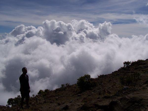 Puncak Ciremai bagaikan negeri di atas awan