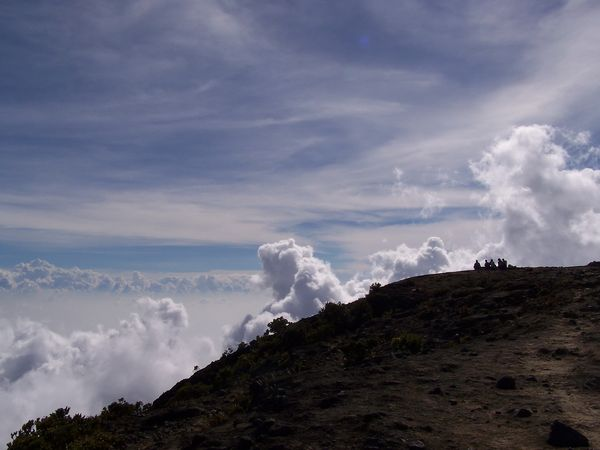 Gunung Ciremai adalah gunung tertinggi di Jawa Barat