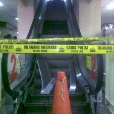 Sofia Tak Pakai Sandal dan Main di Tepi Eskalator Sebelum Terperosok