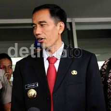 Buruh Demo Kantor Jokowi, Lalin Tersendat
