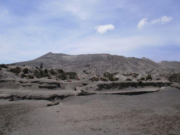 Gunung Bromo dengan relief alaminya