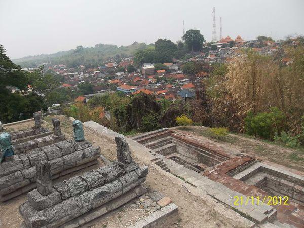 Situs makam kerabat Sunan Giri dan tempat berwudlu para santri