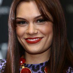 Jessie J Bugil di Video Klip \Silver Lining\