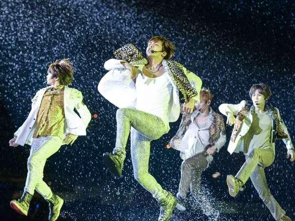 Hujan Warnai Konser di Atas Air SM Town Singapura
