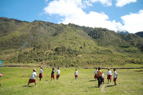 Pemandangan SDN Inpres di pedalaman papua !
