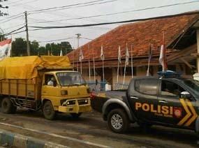 Truk Logistik Surat Suara Pilkada Bangkalan Dikawal Ketat Polisi