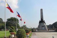 Monumen Jose Rizal, Manila. Ada yang menikmatinya dengan semangat patriotisme di dada. Ada juga yang terbawa nuansa romantis sambil berkereta kuda (Ine/detikTravel)