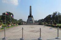 Untuk mengenang dan menghormatinya, Monumen Jose Rizal pun dibangun. Berlokasi di sepanjang Manila Bay, Manila, Filipina (Ine/detikTravel)