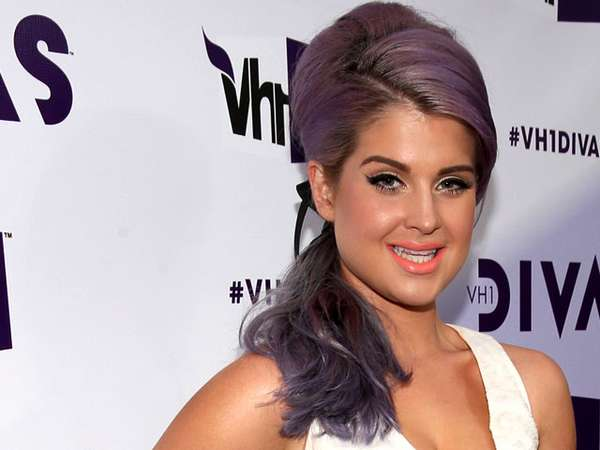 Kelly Osbourne Tampil Girly