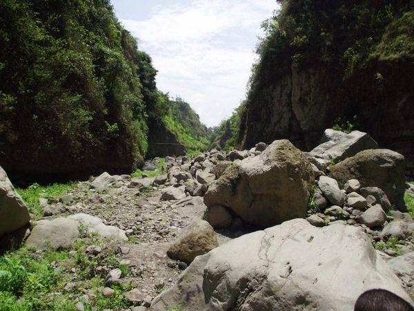 Cukup Satu Tempat Ini Untuk Melihat 5 Gunung di Jawa