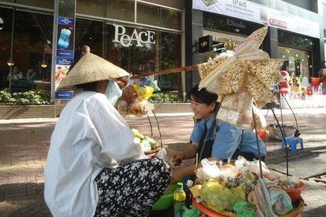 Wisata di Vietnam, Penjual Makanan vs Pekerja Seks