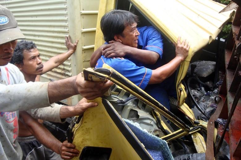 4 Kendaraan Tabrakan di Banyumas, Jalur Porwokerto-Yogya Dialihkan