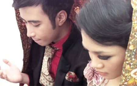 Beredar Foto Pernikahan Mirip Vidi Aldiano dan Andien