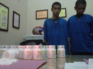 2 Pemuda Ditahan karena Bawa Ribuan Butir Obat Penenang Orang Gila