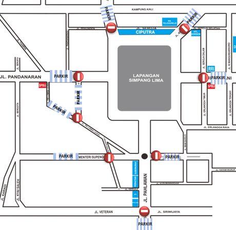 Penutupan Arus Kendaraan Juga Terjadi di Simpang 5 Semarang