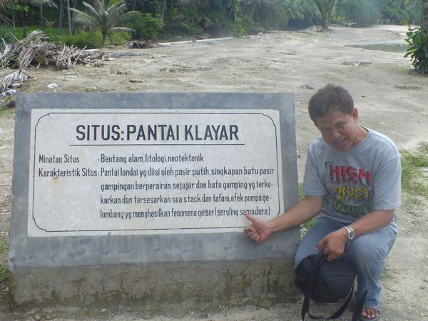 Selamat Datang di Pantai Klayar