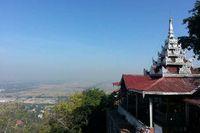 Di Mandalay Hill ada Pagoda Sutaungpyei di bukit berketinggian 240 meter, yang juga merupakan lokasi untuk melihat ke sejumlah penjuru Kota Mandalay (Kris Fathoni/detikTravel)