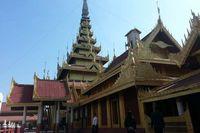 Jangan lupa mampir di Mandalay Royal Palace, Kota Mandalay. Di sini ada istana terakhir dari monarki Burma, yang dibangun antara 1857-1859 di bawah arahan Raja Mindon (Kris Fathoni)