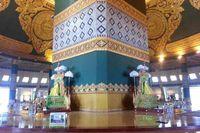 Di dalam Pagoda Uppatasanti terlihat sebuah struktur persegi empat yang di tiap-tiap bagiannya terdapat sosok Buddha. Patung Buddha ini menghadap empat penjuru, utara, selatan, barat, dan timur (Kris Fathoni/detikTravel)