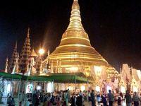 Traveling ke Myanmar niscaya kurang lengkap rasanya jika tidak menyambangi pagoda emas Shwedagon di Kota Yangon (Kris Fathoni/detikTravel)