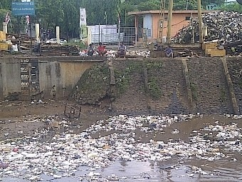 Jokowi Sering Sidak, Sampah di Pintu Air Manggarai Mulai Berkurang
