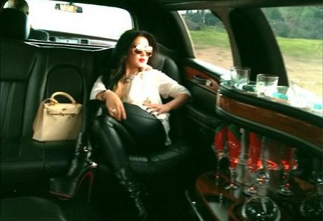 Wow! Liburan di Amerika, Syahrini Jalan-jalan Naik Limousine