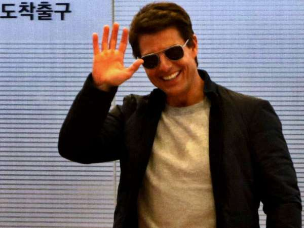 Senyuman Tom Cruise di Tokyo