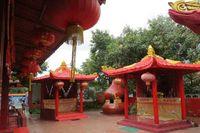 Suasana di dalam vihara sangat tenang, dengan lantunan lagu meditasi yang sayup-sayup, di tengah rimbunnya pepohonan di Tonjong, Kab Bogor (Fitraya/detikTravel)