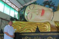 Penasehat Vihara Buddha Dharma, Ade Utju Dhanu, mendapat bisikan dalam meditasi untuk membangun vihara dengan 8 Po Sat, 8 tokoh penting dalam ajaran Buddha, dan juga patung Buddha tidur (Fitraya/detikTravel)