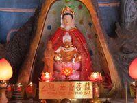 Vihara ini memiliki patung 8 Po Sat, 8 tokoh penting dalam ajaran Buddha, selain Sang Buddha itu sendiri antara lain ada Kwan Im Pho Sat dan Maitreya atau Mie Lek Pho Sat (Fitraya/detikTravel)