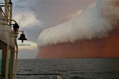 Wow! Badai Pasir di Australia Tampak Seperti Gelombang Tsunami