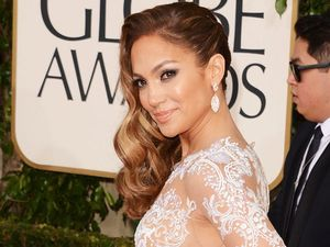 Aww..Seksinya Jennifer Lopez di Golden Globe