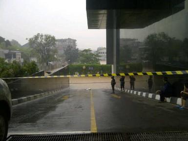 Banjir di Basement Plaza UOB Bagai Tsunami yang Menyeramkan