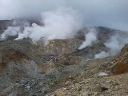 Gunung Papandayan, dari Kawah Belerang Sampai Padang Edelweiss