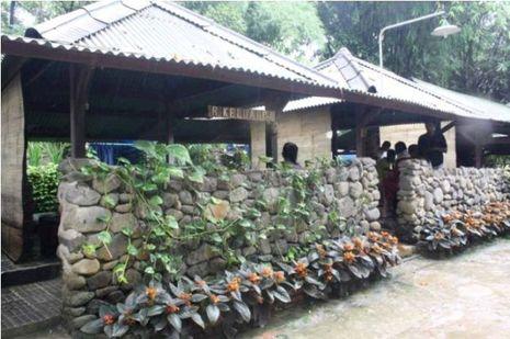 Akhir Pekan Paling Hangat di Pemandian Gunung Pancar, Bogor