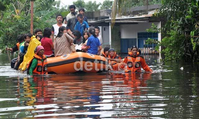 Banjir Kepung Bekasi, Warga Menolak Evakuasi dan Pilih Bertahan di Rumah