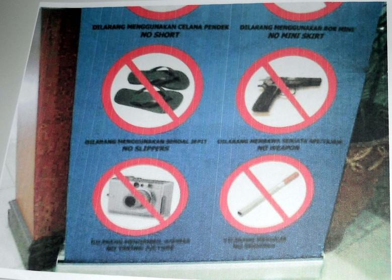 Kasus Sandal Jepit, Dosen UGM Akhirnya ke Imigrasi Pakai Sepatu