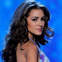Miss Universe 2012 Belajar Bikin Bakpia Saat Kunjungi Yogyakarta